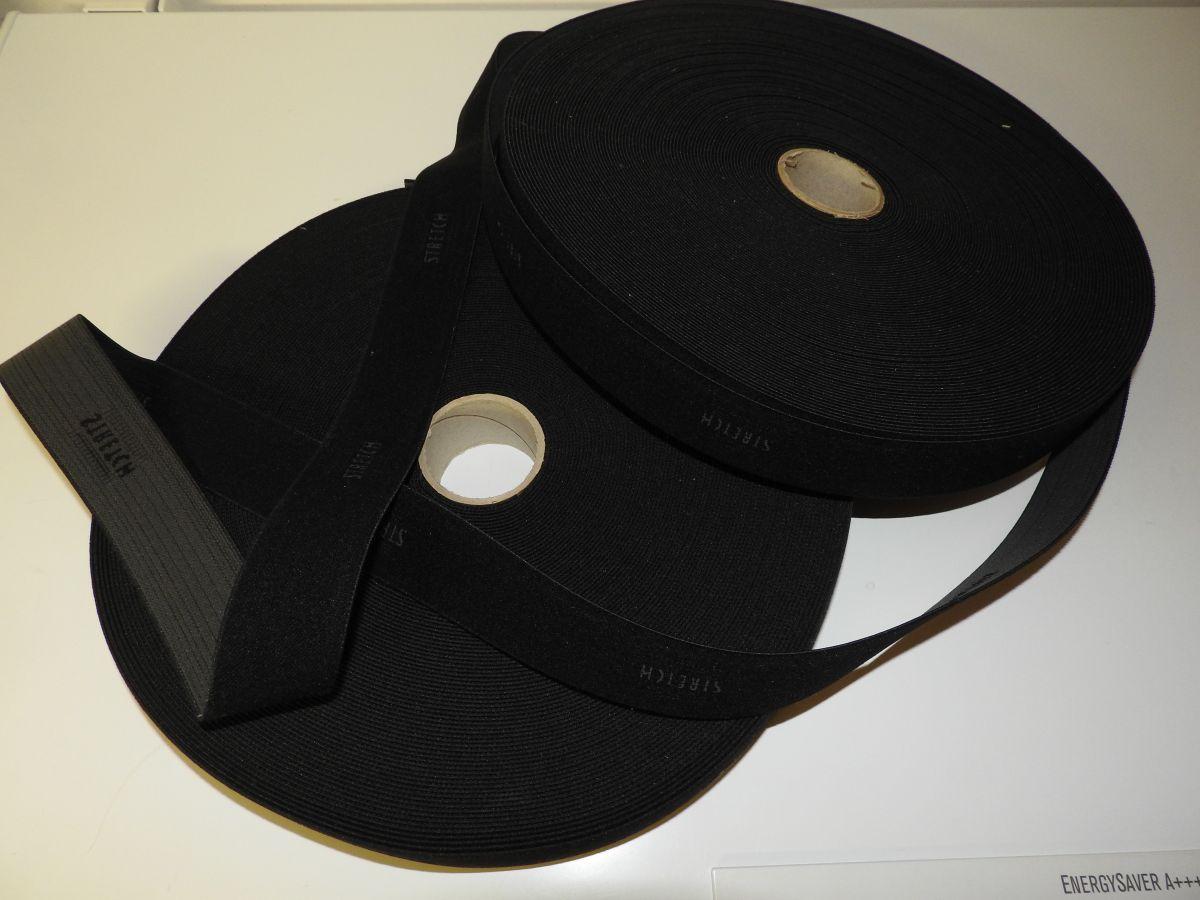 Černá pruženka pevnější s nápisem STRETCH